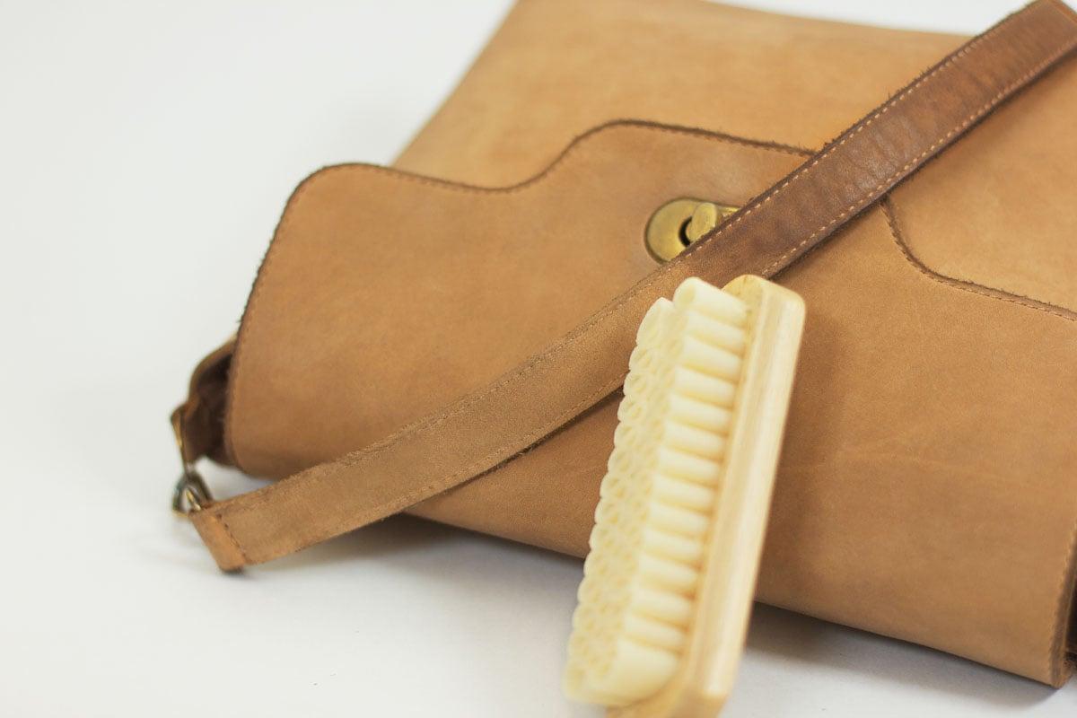 Уход за изделиями из натуральной кожи
