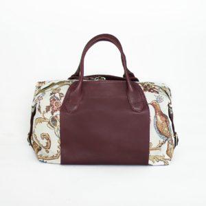 Светлая сумка Manita с гобеленом и бордовой кожей