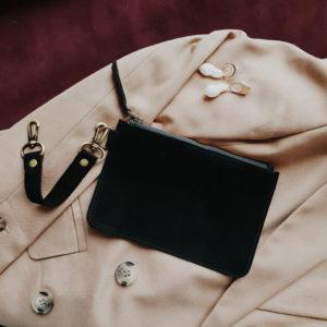 Косметичка в сумку на карабинах черная замша