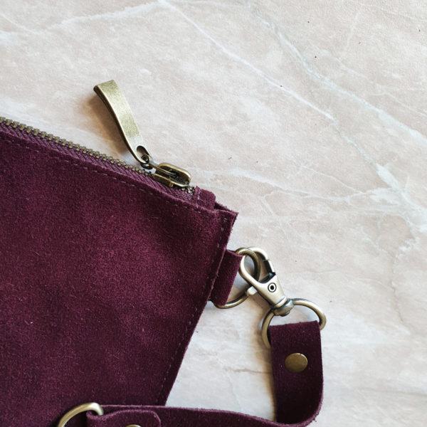 Косметичка в сумку на карабинах замша марсала