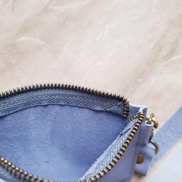 Косметичка в сумку на карабинах васильковый нубук
