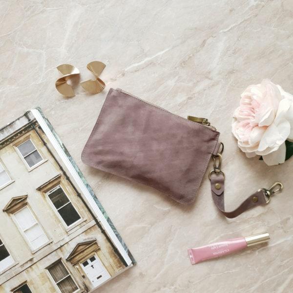 Косметичка в сумку на карабинах серо-сиреневый нубук