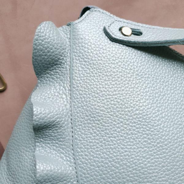 Сумка NaviGrand с воланами жемчужно-голубая зернистая кожа