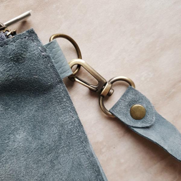 Косметичка в сумку на карабинах лазурно-голубая замша