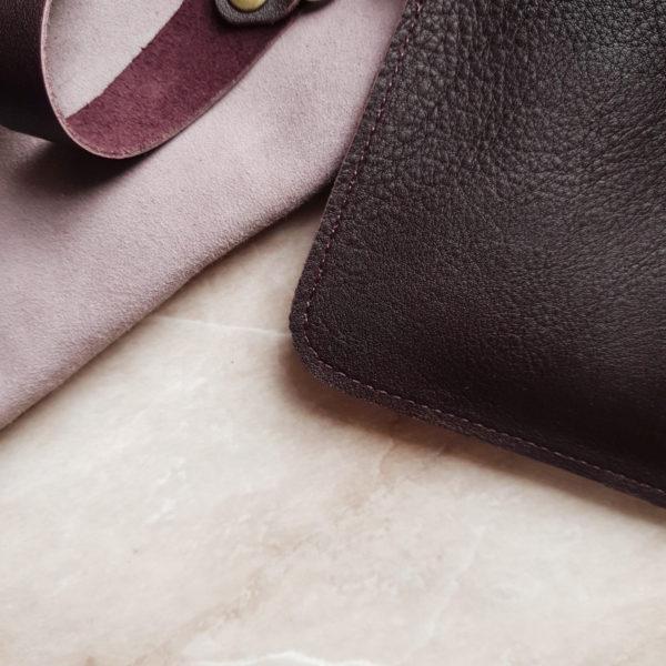 Косметичка в сумку на карабинах кожа марсала