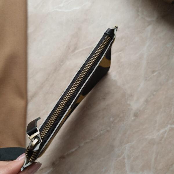 Косметичка в сумку на карабинах леопардовый крупный принт кожа с ворсом